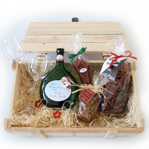 Weihnachtliche Präsentkiste mit edlen und persönlichen Produkten befüllt!