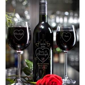 Romantisch und persönlich zugleich wird dieses Weinset bleibenden Eindruck hinterlassen